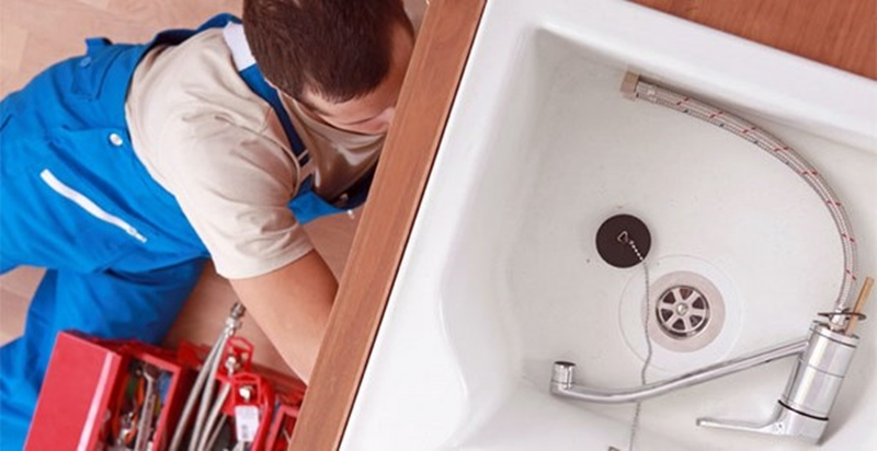 what-do-plumbers-use-to-unclog-drains